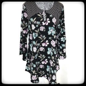 Boho Top BLK Floral w/flowers of teal, pink, wht M